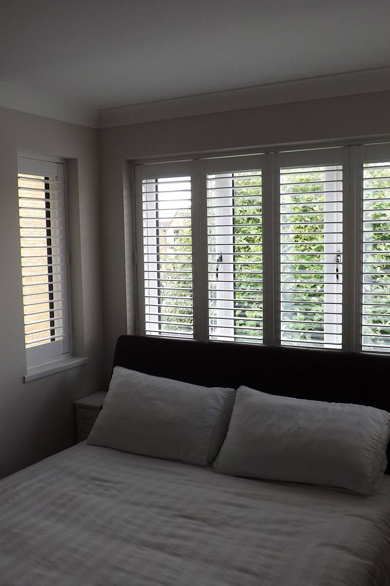 Main-bedroom-new-shuter-blinds-800x1200